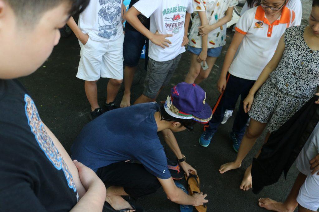 Háo hức cho chuyến đi, các em học sinh đã tập trung ở trường từ rất sớm. 2