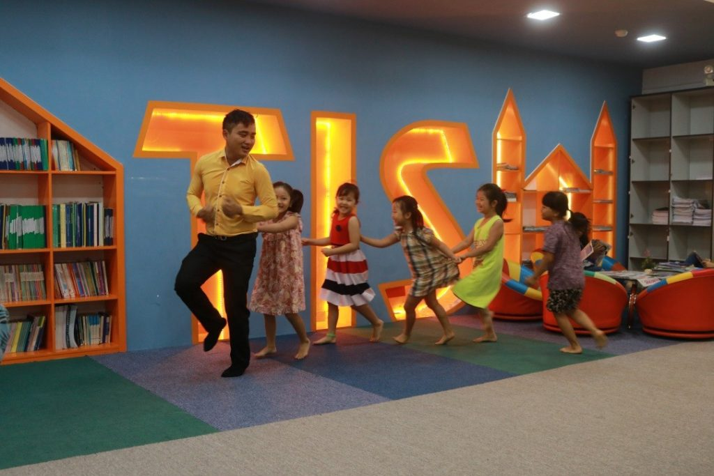 tis-khoi-dong-chuong-trinh-english-for-children-2016-1