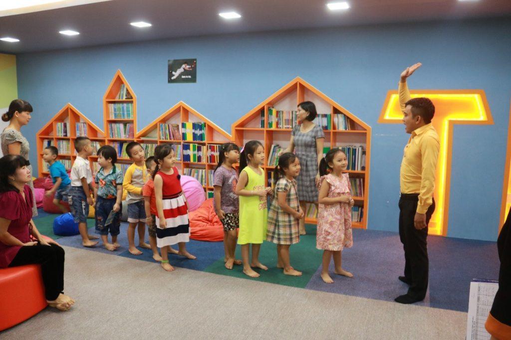 tis-khoi-dong-chuong-trinh-english-for-children-2016-2
