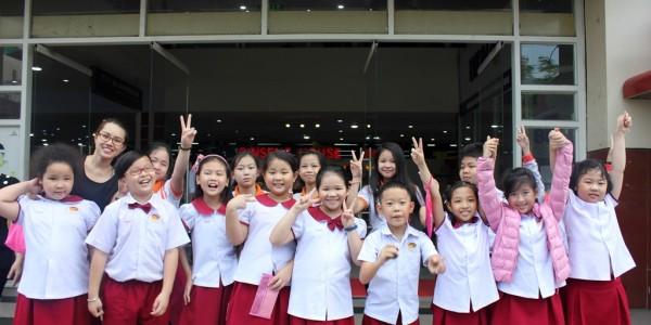học sinh  tiểu học trường TIS đi siêu thị 11