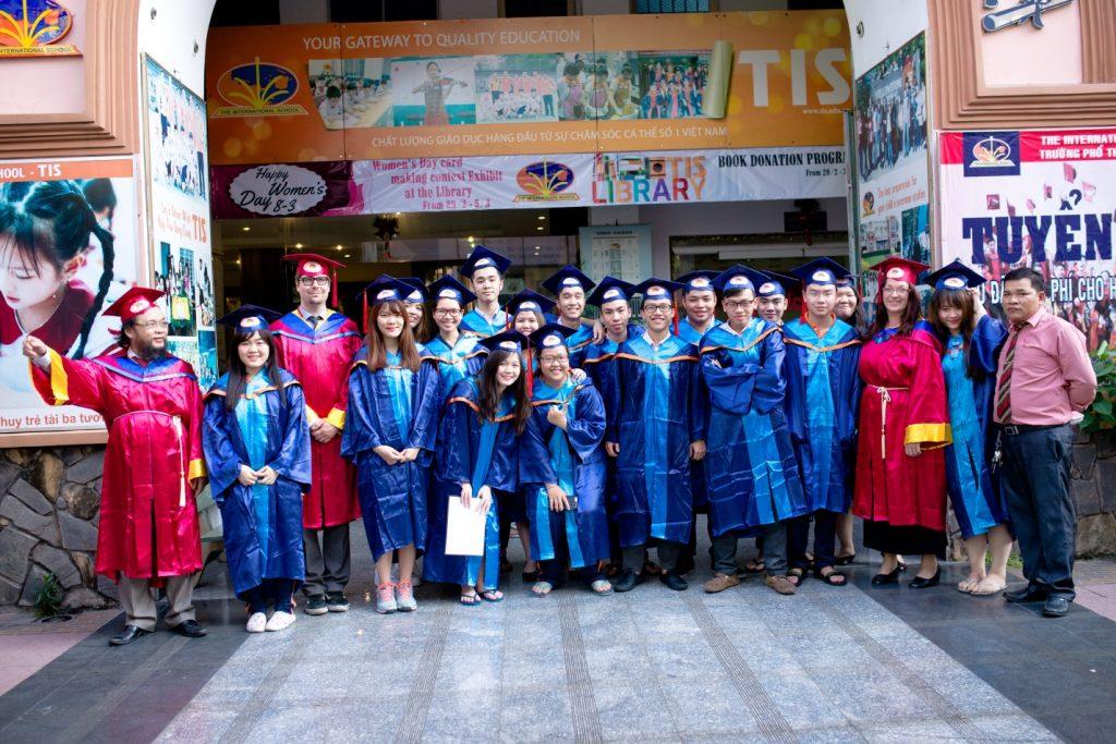 Chúc mừng các em khối 12 năm học 2015 - 2016
